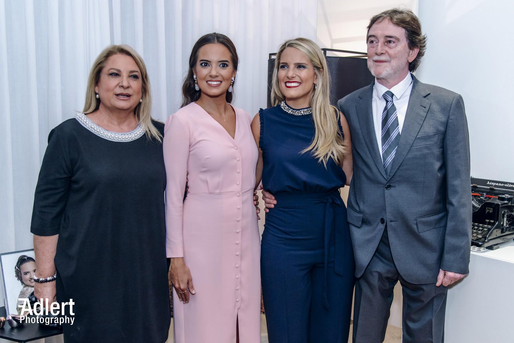 Marina Civera junto a sus padres y hermana / Fran Adlert